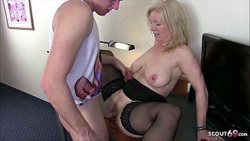 Секс молодой внучки с любимым стариком