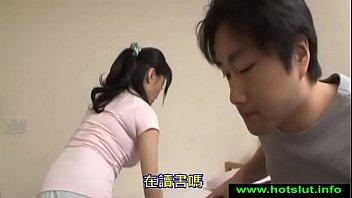 Трах в пизду на столе юного человека и сисятой мамули