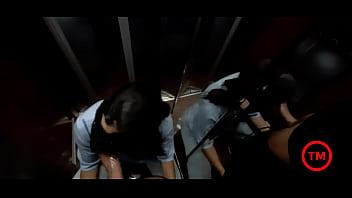 Блудливая девчушка дрочит очко твердым страпон перед камерой