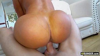 Горячее домашнее порно с фигуристой девицей