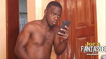 Молодчик в позе раком ебет телочку на диванчике перед вебкамерой