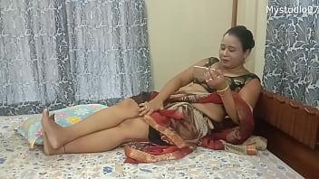 Арабская девушка занимается мастурбацией