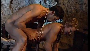 Лесбияночка в трусах в горошинку имеет ладошкой попа подруги